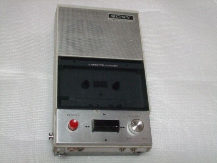 ++  1967.b.  Sony TC-12 = first japanese  compact-cassette(TM)  recorder