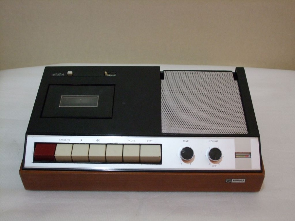 +  1966.b.  Philips EL3310