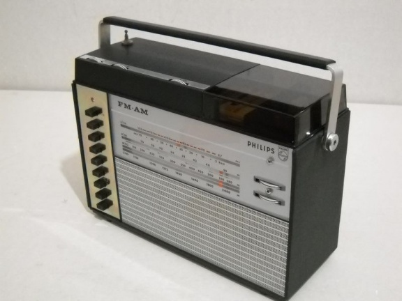 +++   1966.e.    Philips/Norelco 22RL962 = first world's radiorecorder with compact-cassette